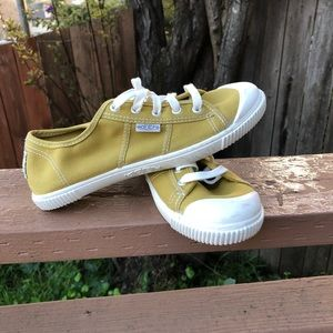 NWOT Keen canvas shoes